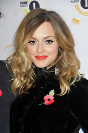 Radio personality Fearne Cotton showed off her two-tone shoulder length tresses while attending the Teen Awards in London. She finished off her look with a sultry cateye and classic red lipstick.