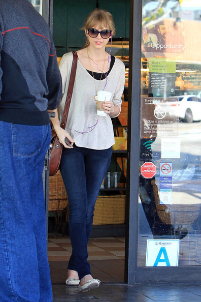 More Pics of Taylor Swift Ballet Flats (1 of 10) - Taylor Swift Lookbook - StyleBistro