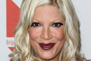 Tori Spelling Long Wavy Cut
