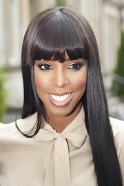 Kelly Rowland added a soft flutter to her eyes with false lashes that framed her almond-shaped eyes.