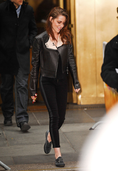 Kristen Stewart sealed off her edgy outfit with side-striped skinny jeans by Hudson.