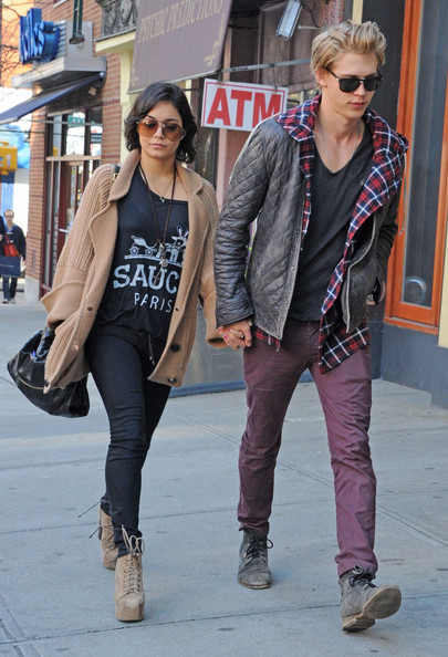 More Pics of Vanessa Hudgens Skinny Jeans (1 of 14) - Skinny Jeans Lookbook - StyleBistro
