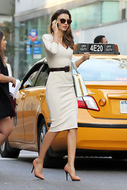 The Victoria's Secret supermodel looked stunning from head to heels on her way to a business meeting in NYC.