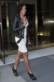 Looking all too glamourous Selita Ebanks is seen in NYC wearing a curve hugging Herve Leger dress and black leather ankle boots. Her boots go perfectly with her edgy leather studded jacket.
