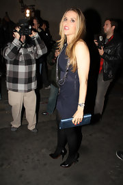 Brooke Mueller hit the town carrying a navy blue clutch. The purse matched a ruched mini dress.