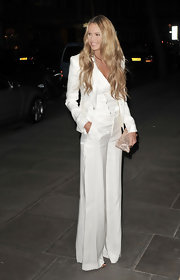 Elle MacPherson looked long, lean and elegant in a white '70s style pantsuit.
