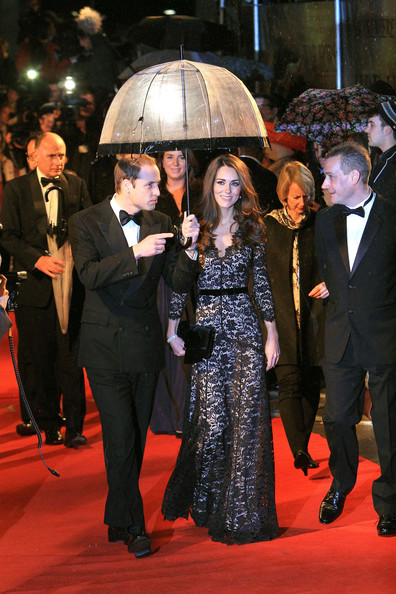 http://www3.pictures.stylebistro.com/pc/William+Catherine+Duke+Duchess+Cambridge+arrive+NroKdDjuTlVl.jpg