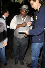 Cedric the Entertainer's shimmery gray vest and colorful tie were a fascinating combination.