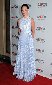 Actress Katherine Heigl showed off her elegant side while attending the ASPCA event. She donned a conservative blue and white print dress that looked inspired the the current nautical trend.
