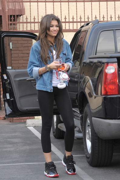 More Pics of Zendaya Coleman Denim Jacket (1 of 21) - Denim Jacket Lookbook - StyleBistro