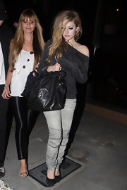 On another night out with friends, Avril was seen carrying her favorite bag at the moment. She has been recently spotted with this leather tote, while in LA.