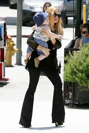 In classic '70s style, Rachel Zoe toted her tot in a pair of flared jeans.