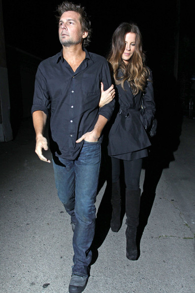 Len's classic blue jeans were just perfect for his casual date with Kate.
