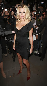 Pamela Anderson turns up the heat in a pair of fire engine red pointy toe stilettos.