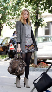 Blake showcased her characters style on set of 'Gossip Girls'. Pairing her long blazer with pointed grey ankle boots never looked so good.