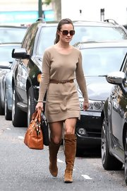 Pippa Middleton gave her sweater dress a '70s feel with slouchy brown suede boots.