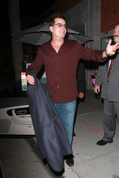 More Pics of Charlie Sheen Button Down Shirt (7 of 21) - Charlie Sheen Lookbook - StyleBistro []