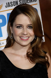 Jenna Fischer was all smiles on the red carpet with a side swept curls.