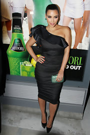 Kim Kardashian teamed her emerald earrings with a glittery green clutch at a Midori event.