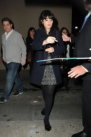 Zooey Deschanel stopped to sign autographs for her fans while wearing an adorable pair of black flats embellished with bows.