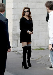 Eva Longoria paired her black shirt dress with a awesome pair of over-the-knee boots.