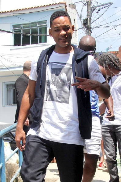 Will Smith relaxed while on a trip to Brazil in this t-shirt with an image of a boxer on it.