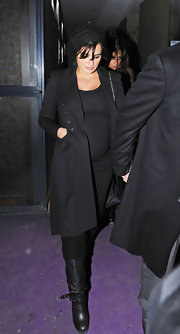 Penelope Cruz debuted her pregnancy style in chic black motorcycle boots. The expectant mother paired the boots with woolen leggings.