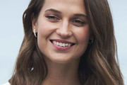 Alicia Vikander Shoulder Length Hairstyles