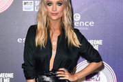 Laura Whitmore Loose Blouse