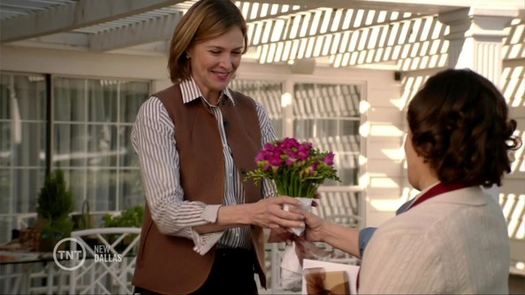 Brenda Strong Clothes