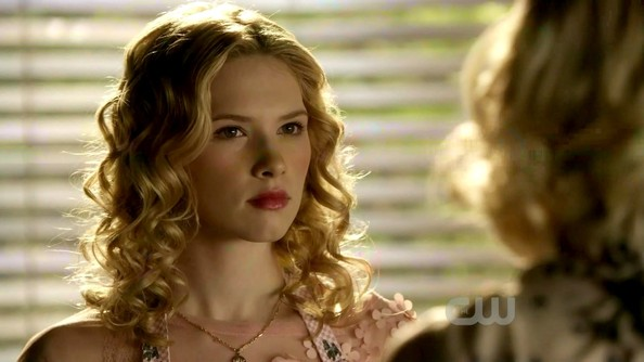 Claudia Lee Medium Curls