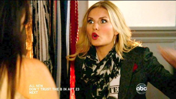 Elisha Cuthbert Patterned Scarf