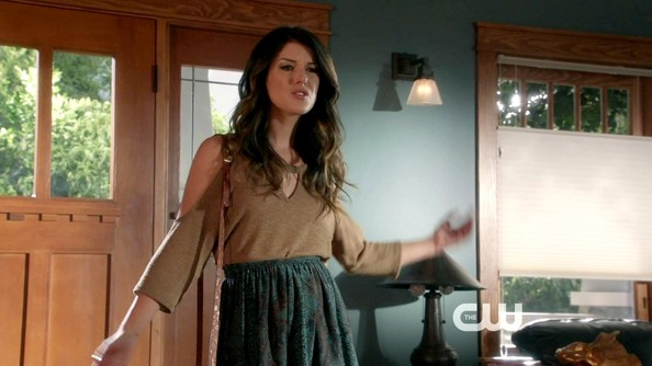 Shenae Grimes had a very bohemian vibe on '90210' in this gauzy skirt and cold-shoulder blouse.