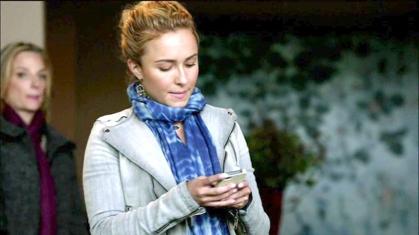 Hayden Panettiere Patterned Scarf