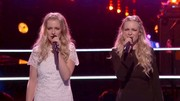 Andi Peot (in white) wore her hair in a half-up half-down style for the knockout round of 'The Voice'.