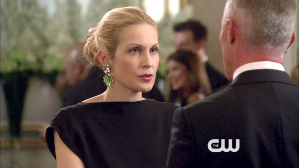 Kelly Rutherford Dangling Gemstone Earrings
