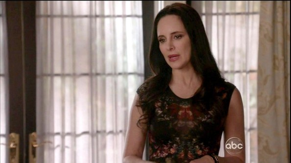 Madeleine Stowe chose this printed frock for a sleek look on 'Revenge.'