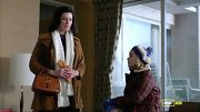 Jessica Pare's petite cognac bag may have a grandma vibe now, but it was perfectly on-trend for the '60s.