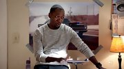 Lamorne Morris chose a gray crewneck for his look on 'New Girl.'