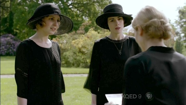 More Pics of Michelle Dockery Wide Brimmed Hat (1 of 8) - Michelle Dockery Lookbook - StyleBistro