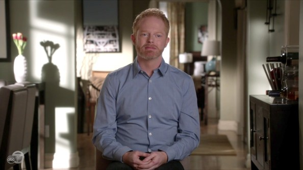 Jesse Tyler Ferguson keeps it classic on set with lawyer-appropriate button-downs like this.