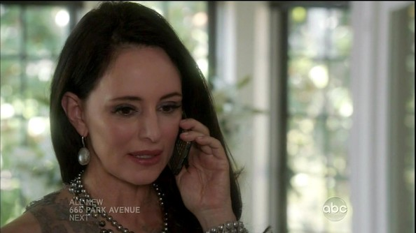 Madeleine Stowe added drama to her wedding style with these gorgeous pearl earrings on 'Revenge.'