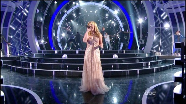 Kelly Clarkson lit up the 'Duets' stage in an ethereal pink sequined gown.