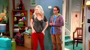 Kaley Cuoco jump aboard the colorful pant trend on 'The Big Bang Theory' with these rust skinnies.