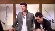 Robin Thicke has some serious style--check out this unique take on a blazer.